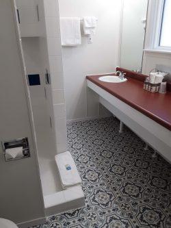 RW&B bathroom